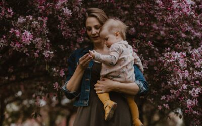 Mama i córka w parku